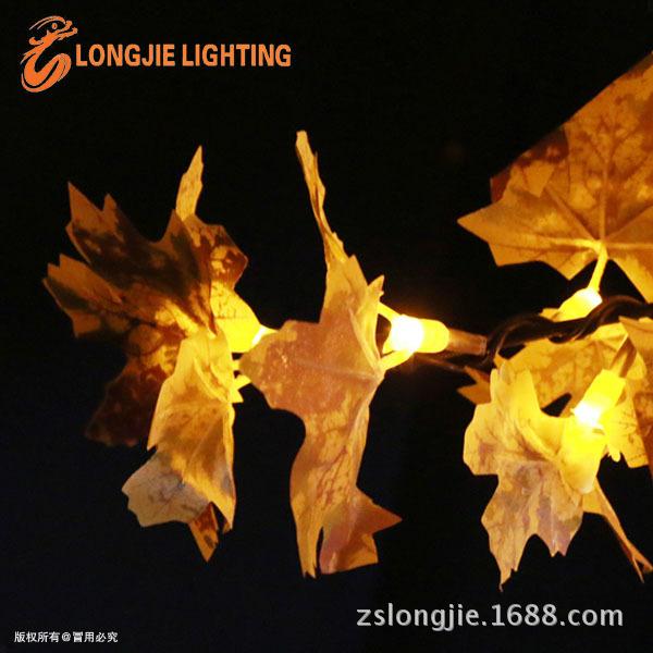 1728灯 高2米8  高仿真黄枫叶,用黄色的LED灯 ,一