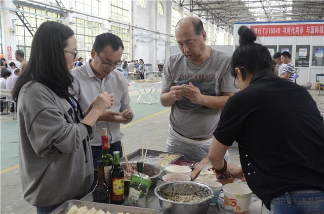 云南航天万博体育官网客户端汽车公司包饺子喜迎双节
