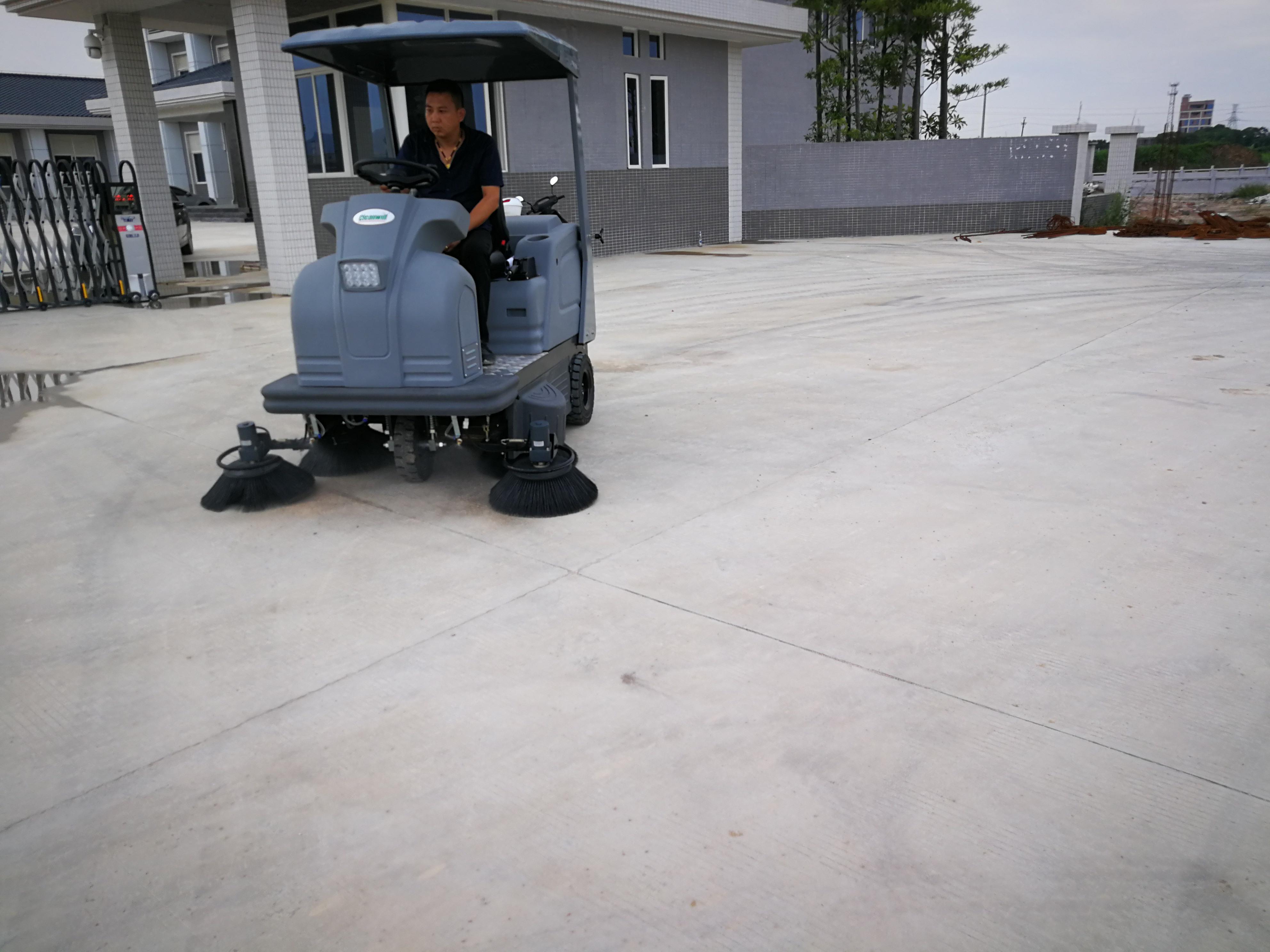 扫地车入驻潮州市沙溪镇