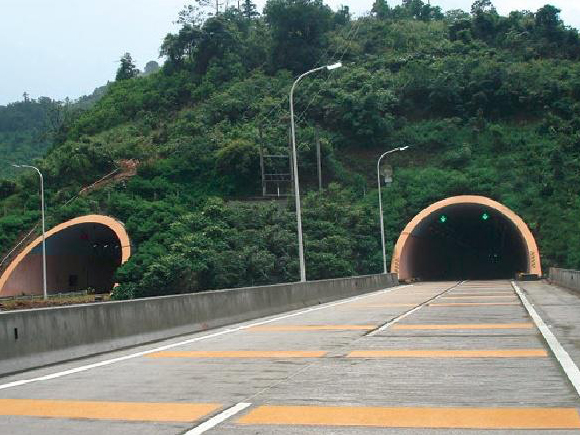 穿山疏港隧道