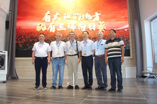 2018年世界向日葵产业发展论坛嘉宾团参观考察乐虎app 下载农科