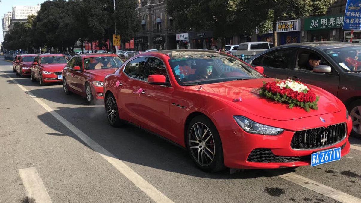红色玛莎拉蒂吉博力+5台红色宝马三系