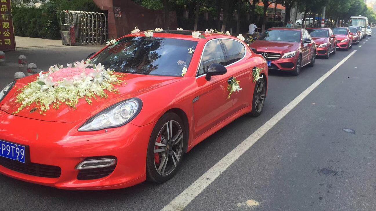 红色保时捷帕拉梅拉+5台红色奔驰C级
