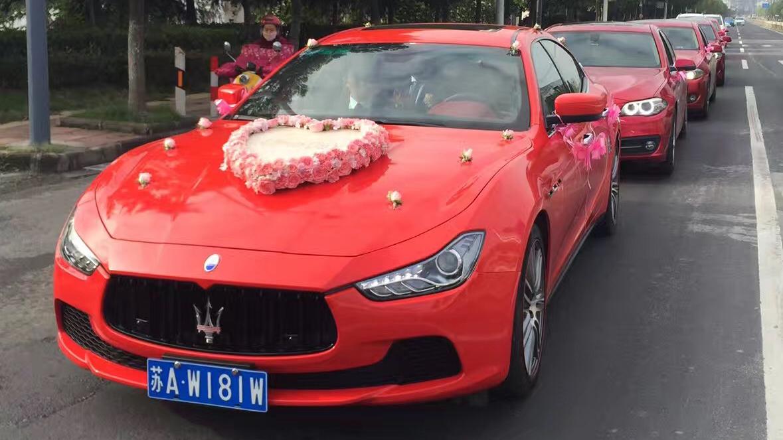 红色玛莎拉蒂吉博力+5台红色宝马五系
