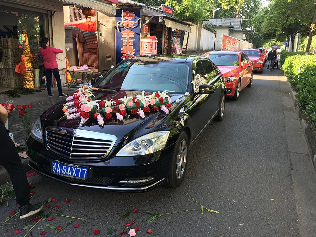 黑色奔驰S级+5台红色宝马五系