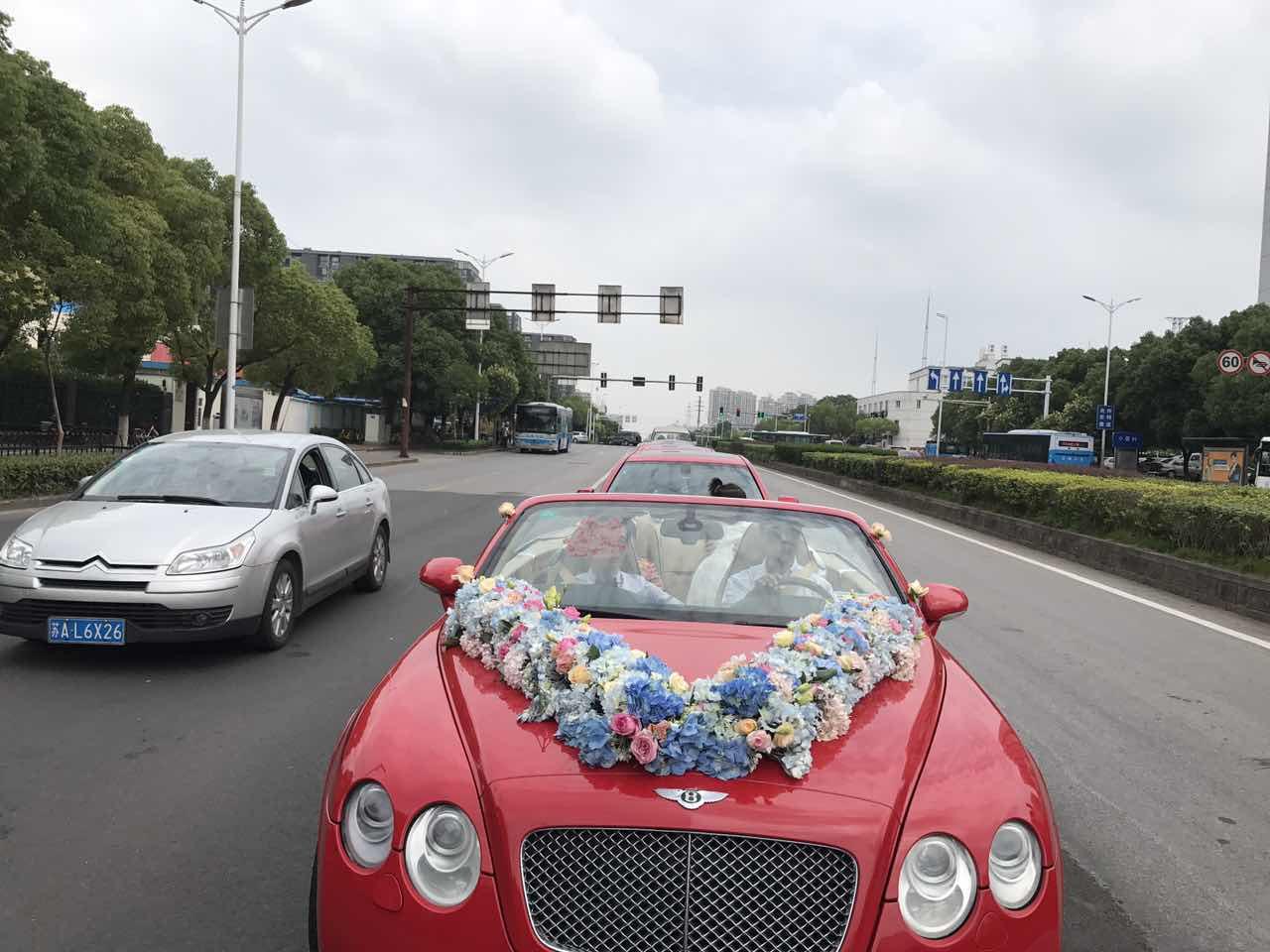 红色宾利飞驰+5台红色宝马五系