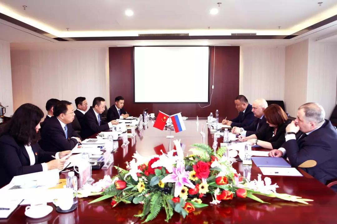 刘埃林董事长会见俄罗斯客人并达成合作协议